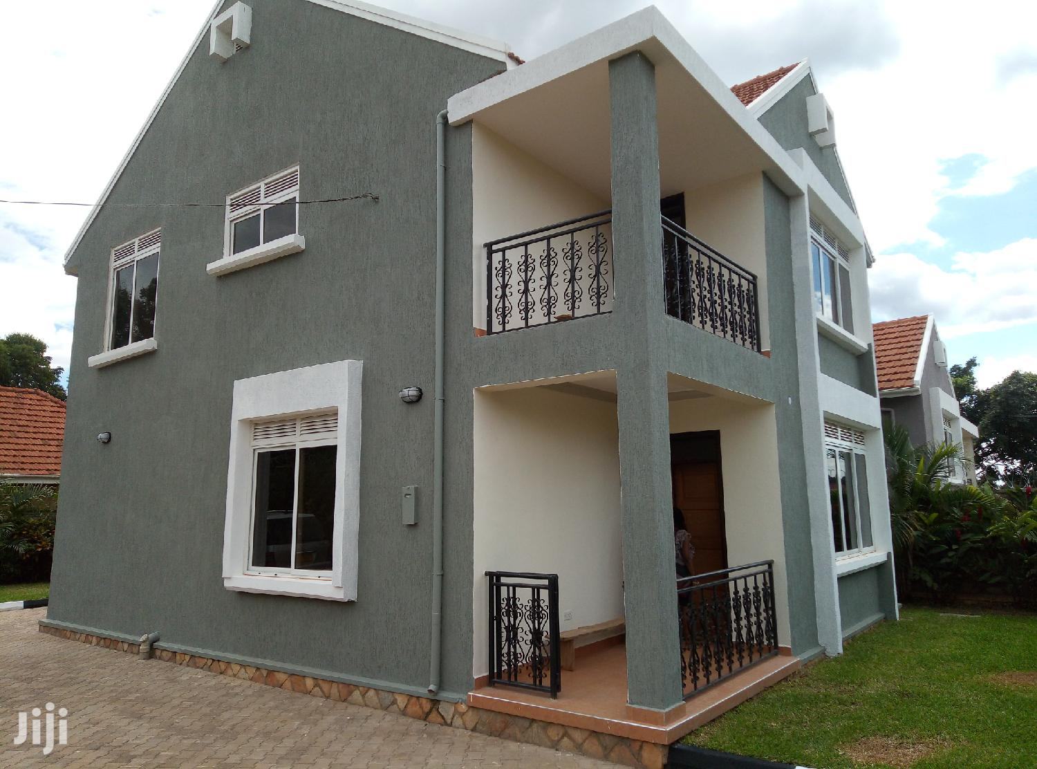 Six Bedroom House In Kira For Rent