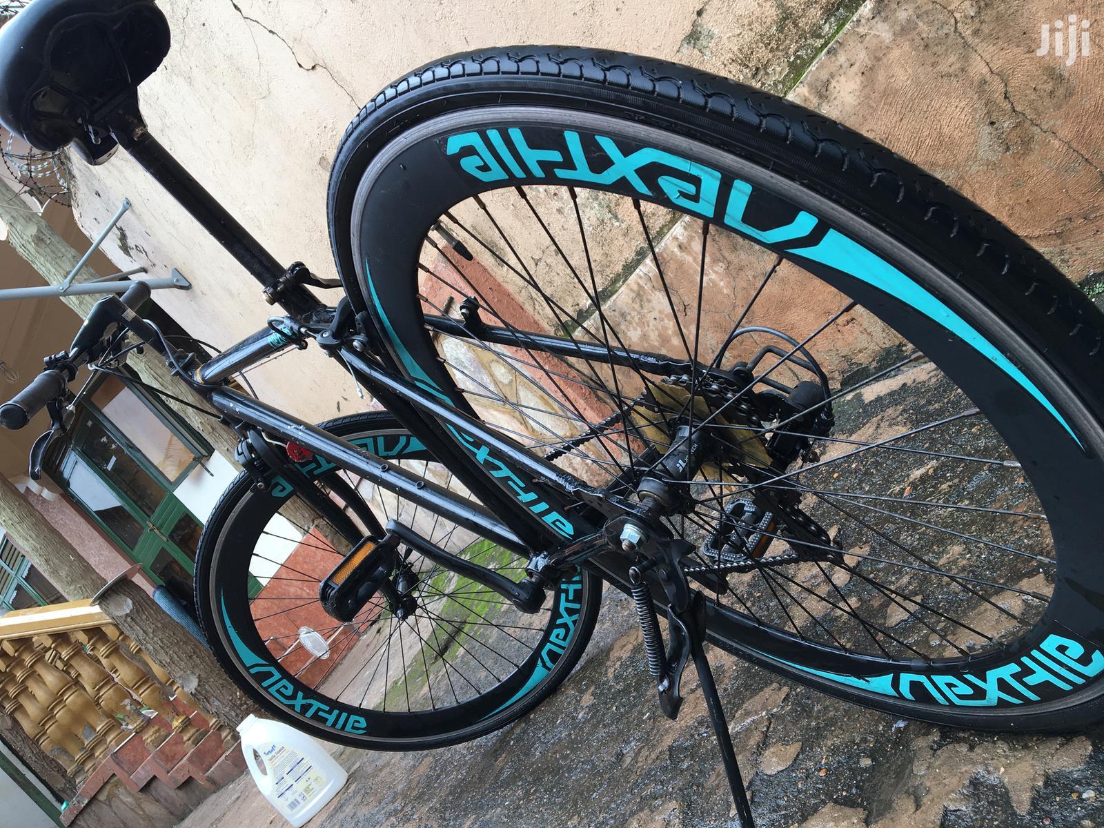 Nexthie Black Sport Road Bike.