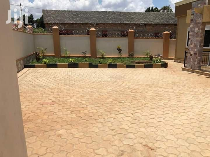 Archive: Three Bedroom House In Kira For Sale