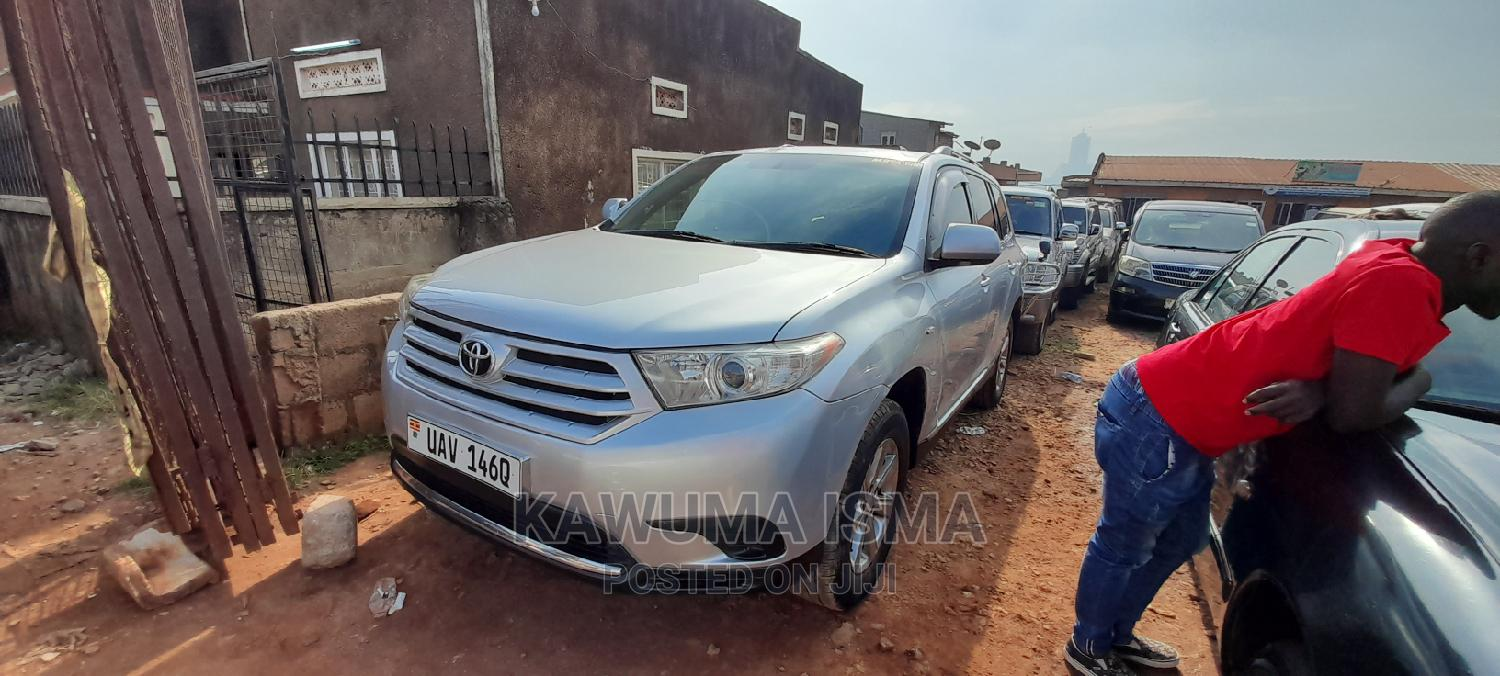 Archive: Toyota Kluger 2012 Silver