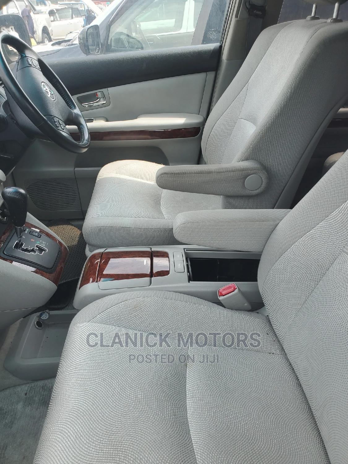 Archive: Toyota Harrier 2007 2.4 Gray